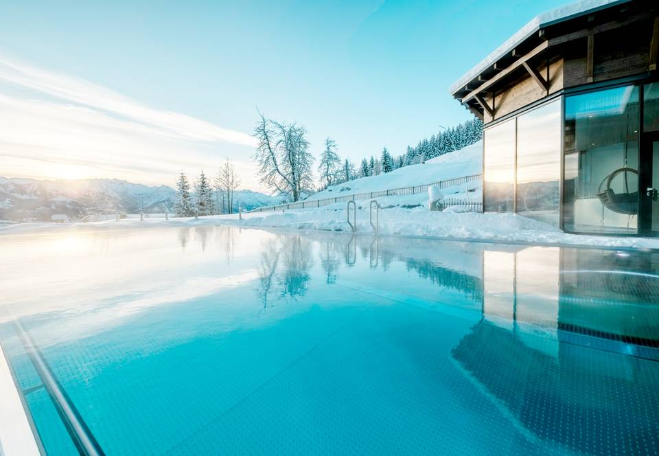 infinity pool im wellnesshotel allg uer berghof. Black Bedroom Furniture Sets. Home Design Ideas